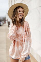 Peach - Model wearing an Oversized Tie-Dye Pullover with a straw hat