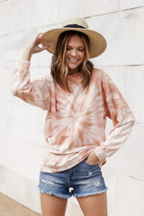 Peach - Dress Up model wearing an Oversized Tie-Dye Pullover with a straw hat