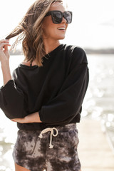 Black - Model wearing a Cropped Pullover