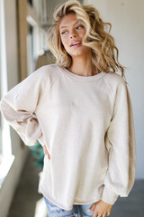 Taupe - Model wearing an Oversized Pullover