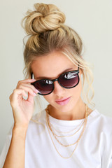 Dress Up model wearing Round Sunglasses in Black