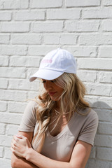 Model wearing the Savannah Summer Cities Hat in White