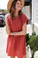 Dusty Rose - Dress Up model wearing a Summer Dress with a straw hat