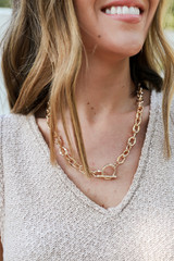 Model wearing a Gold Chain Necklace