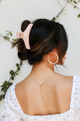 Blush - Dress Up model wearing a Claw Hair Clip
