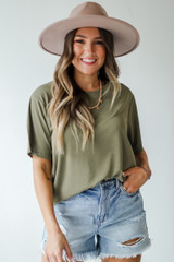 Olive - Model wearing an Everyday Tee with a wide brim hat