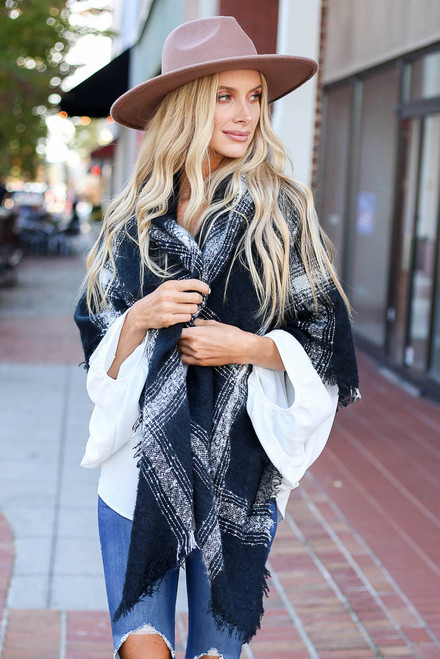Black - Oversized Plaid Knit Scarf
