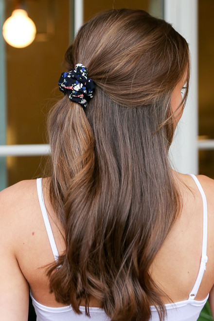 Black - Speckled Black Scrunchie On Model