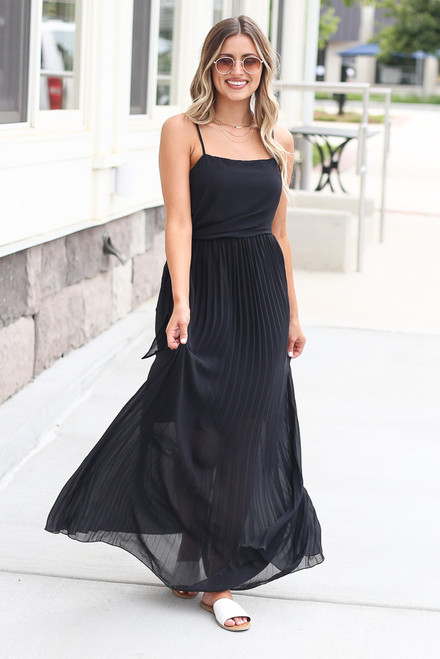 Black - Model wearing the Front Tie Pleated Maxi Dress