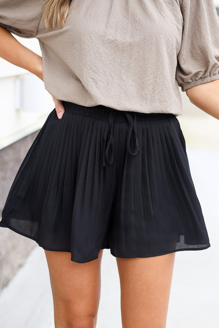 Black - Pleated Shorts