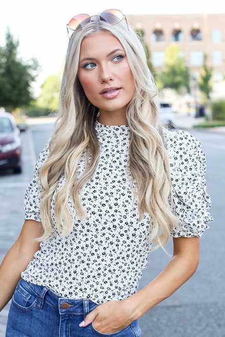 Ivory - Floral Puff Sleeve Top