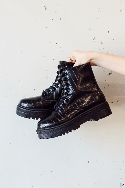 Black - Model holding Platform Crocodile Combat Boots