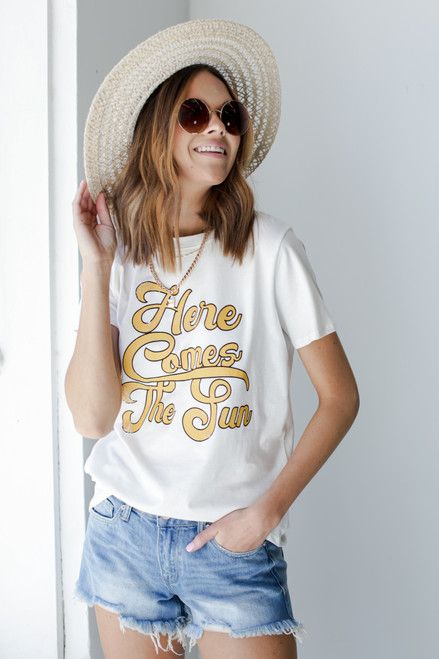 White - Here Comes the Sun Vintage Graphic Tee from Dress Up