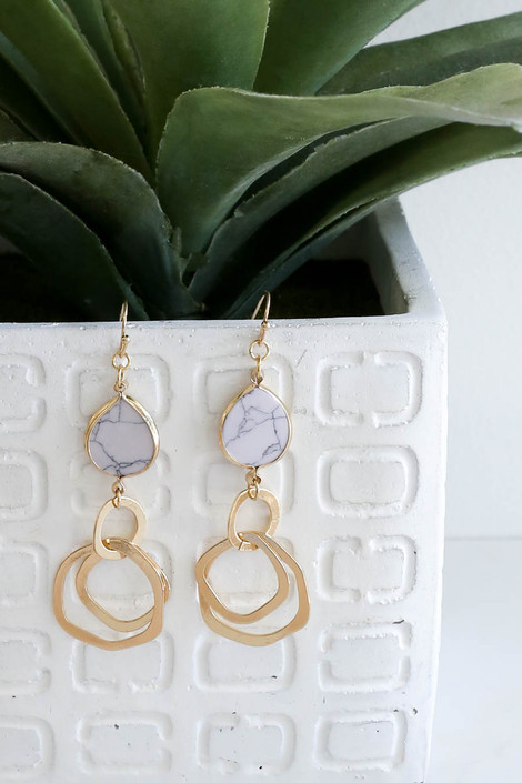 White - And Gold Marble Drop Earrings Hang On Vase