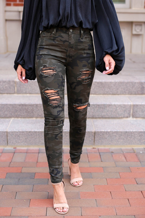 Model wearing Camo Distressed Skinny Jeans