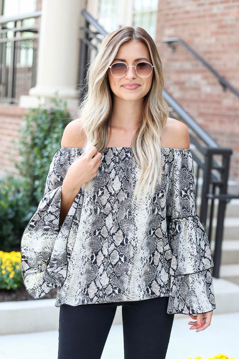 Snake - Off the Shoulder Ruffle Sleeve Blouse