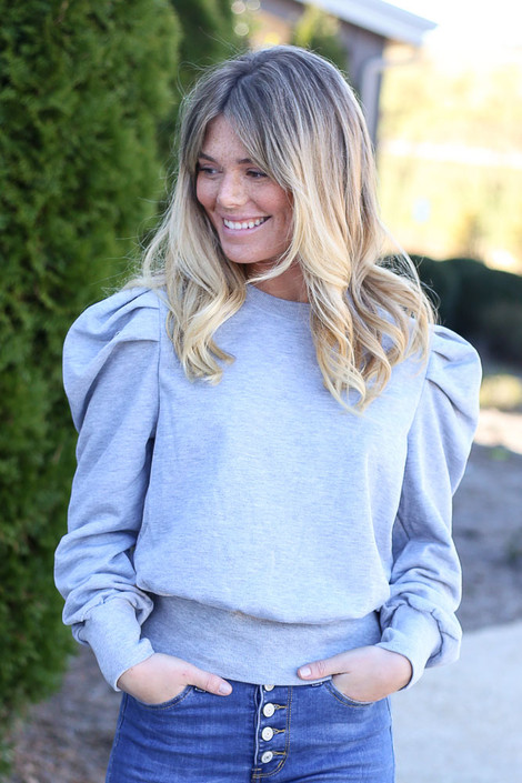 Model wearing the Grey Puff Sleeve Pullover with high rise jeans Front View