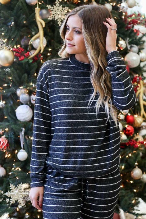 Black - Striped Crew Neck Fleece Pullover
