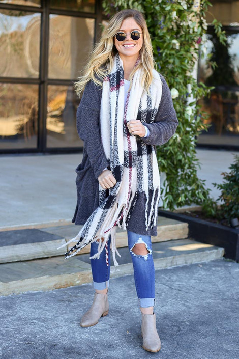 Dress Up Model wearing White Plaid Fringe Scarf