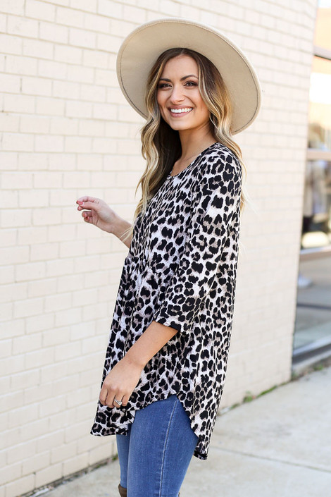 Model wearing Leopard Babydoll Tunic from DressUp with jeans and wide brim hat -Side View
