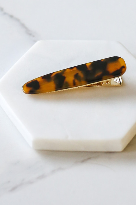 Flat Lay of larger clip in the Tortoise Hair Clip Set from Dress Up Side View