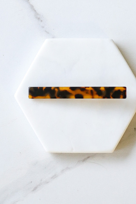 Flat Lay of thinner clip in the Tortoise Hair Clip Set from Dress Up