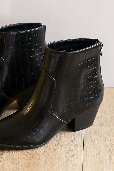 Black - Crocodile Pointed Toe Booties