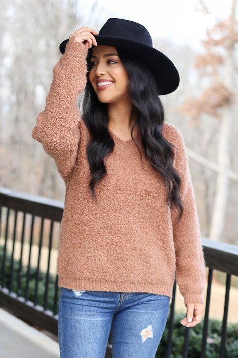Model wearing the Camel Fuzzy Sherpa Sweater with high rise jeans Front View