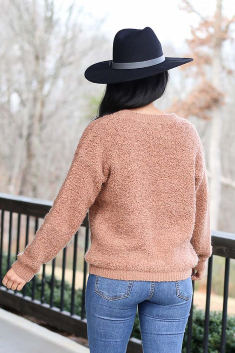Model wearing the Camel Fuzzy Sherpa Sweater with high rise jeans Back View