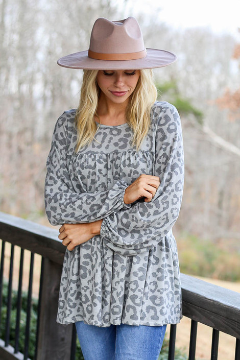 Model wearing the Grey Leopard Tiered Babydoll Tunic with high rise jeans Front View