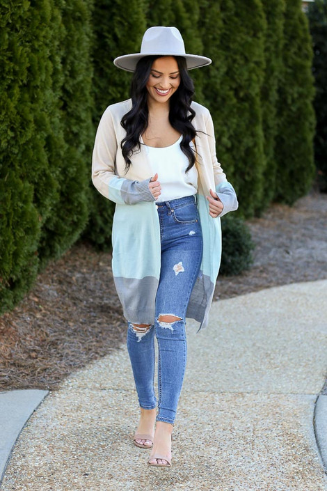Model wearing the Color Block Longline Cardigan with distressed skinny jeans and a white tank top