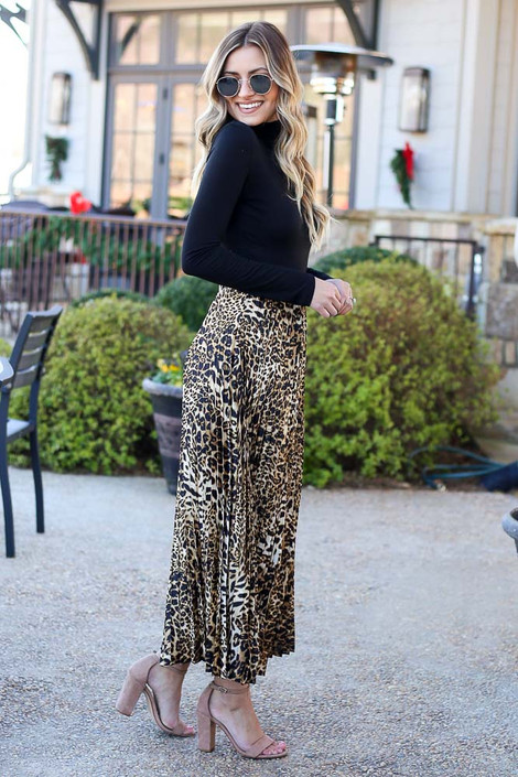 Model wearing the Leopard Pleated Maxi Skirt Side View