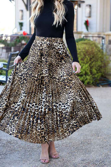 Close Up of the Leopard Pleated Maxi Skirt