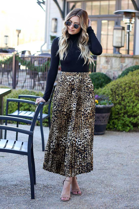 Dress Up model wearing the Leopard Pleated Maxi Skirt