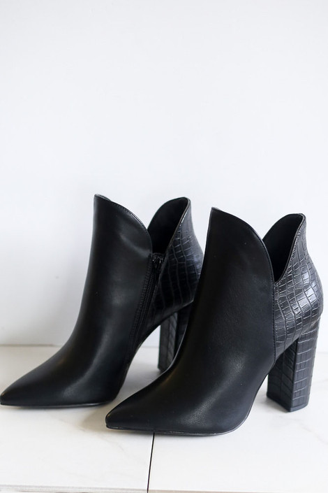 Black - Crocodile V-Cut Booties