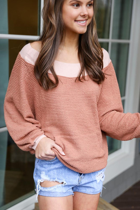 Model wearing the Oversized Waffle Knit Contrast Pullover with denim shorts from online dress boutique