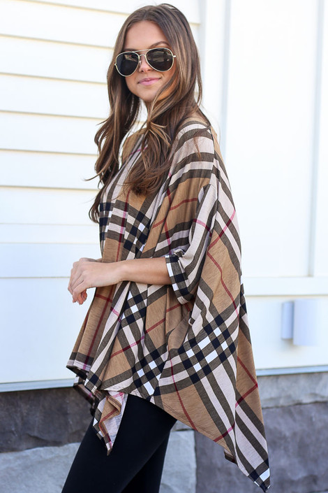Model wearing the Taupe Plaid Oversized Top with black skinny jeans Side View