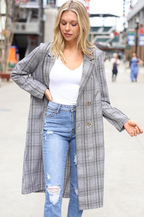 Model wearing the Grey Plaid Longline Blazer with distressed jeans