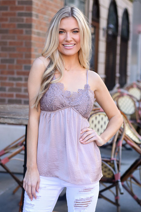 Model wearing the Crochet Tank in Taupe with white skinny jeans
