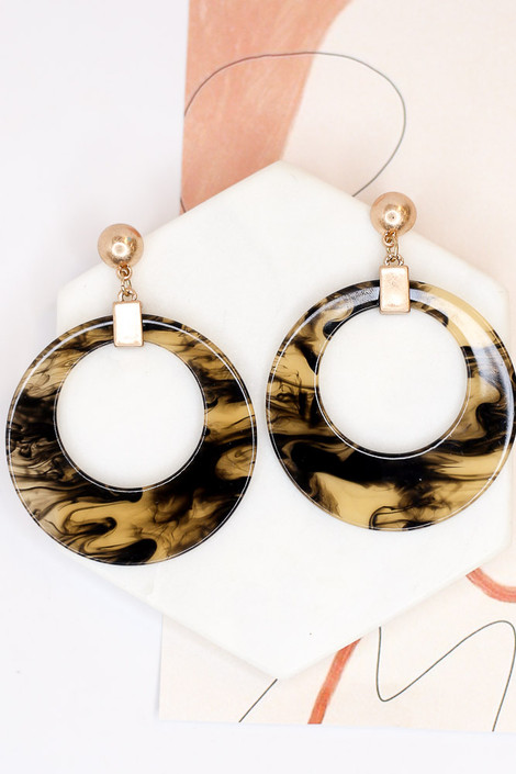 Flat Lay of the Acrylic Statement Earrings in Black from Dress Up