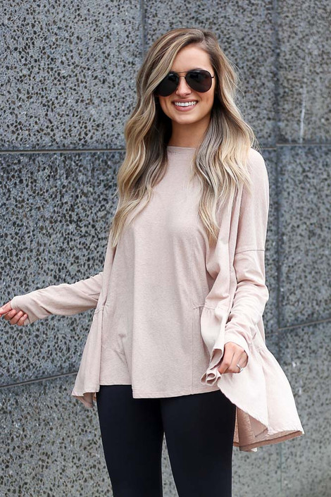 Model wearing the Oversized Tiered Back Top in Taupe with leggings