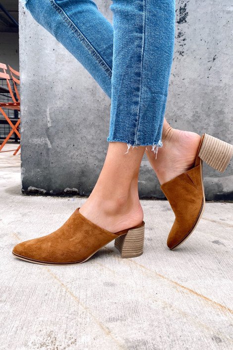 Camel - Model wearing the Block Heeled Mules in Camel with jeans