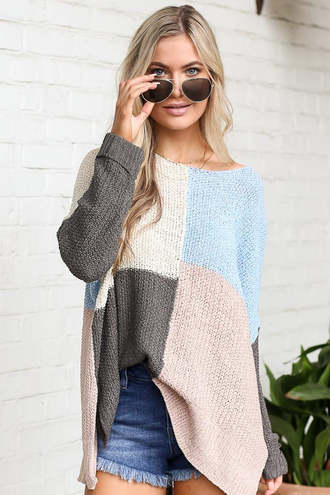 Model wearing the Color Block Lightweight Knit Top in Blush with denim shorts