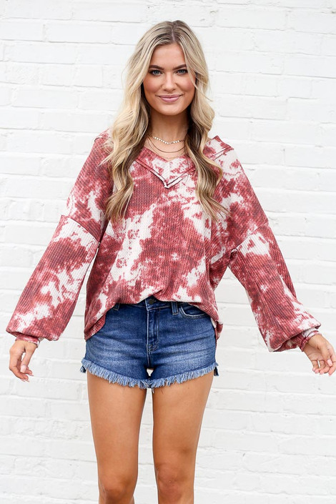 Model wearing the Tie-Dye V-Neck Waffle Knit Top with high rise denim shorts from online dress boutique