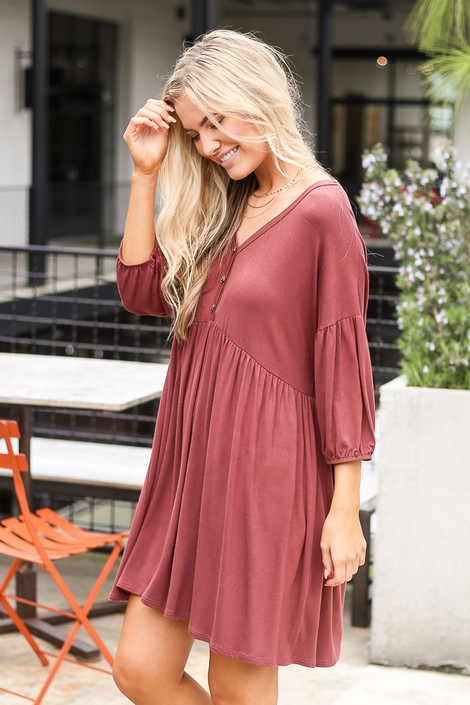 Model wearing the Button Front Babydoll Dress in Marsala with trendy shoes and cute accessories from trendy online dress boutique Side View