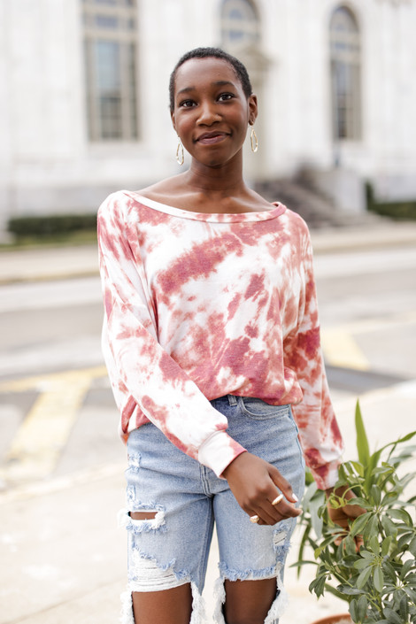 Rust - Model wearing an Oversized Tie-Dye Pullover with jeans