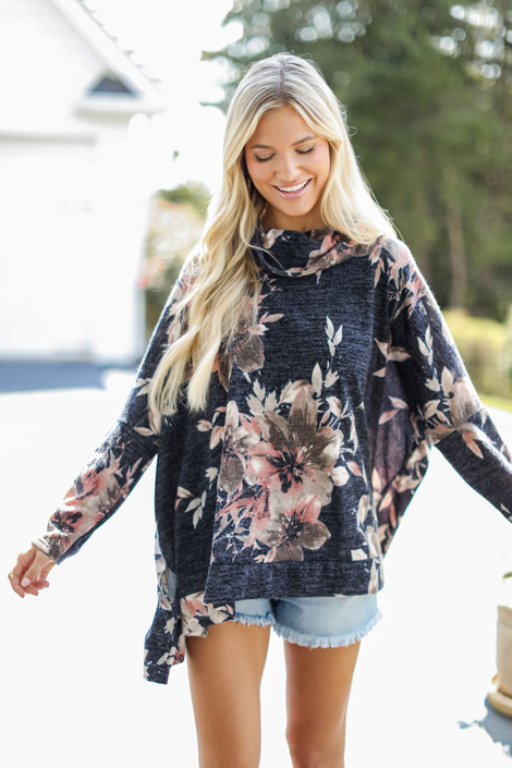 Navy - Oversized Floral Knit Top