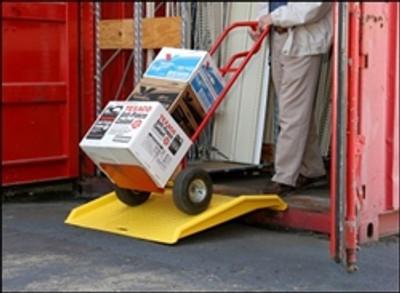 "Eagle® Shipping Container Ramp, 36"" x 35"" x 6"", 750lb Capacity, Polyethylene"