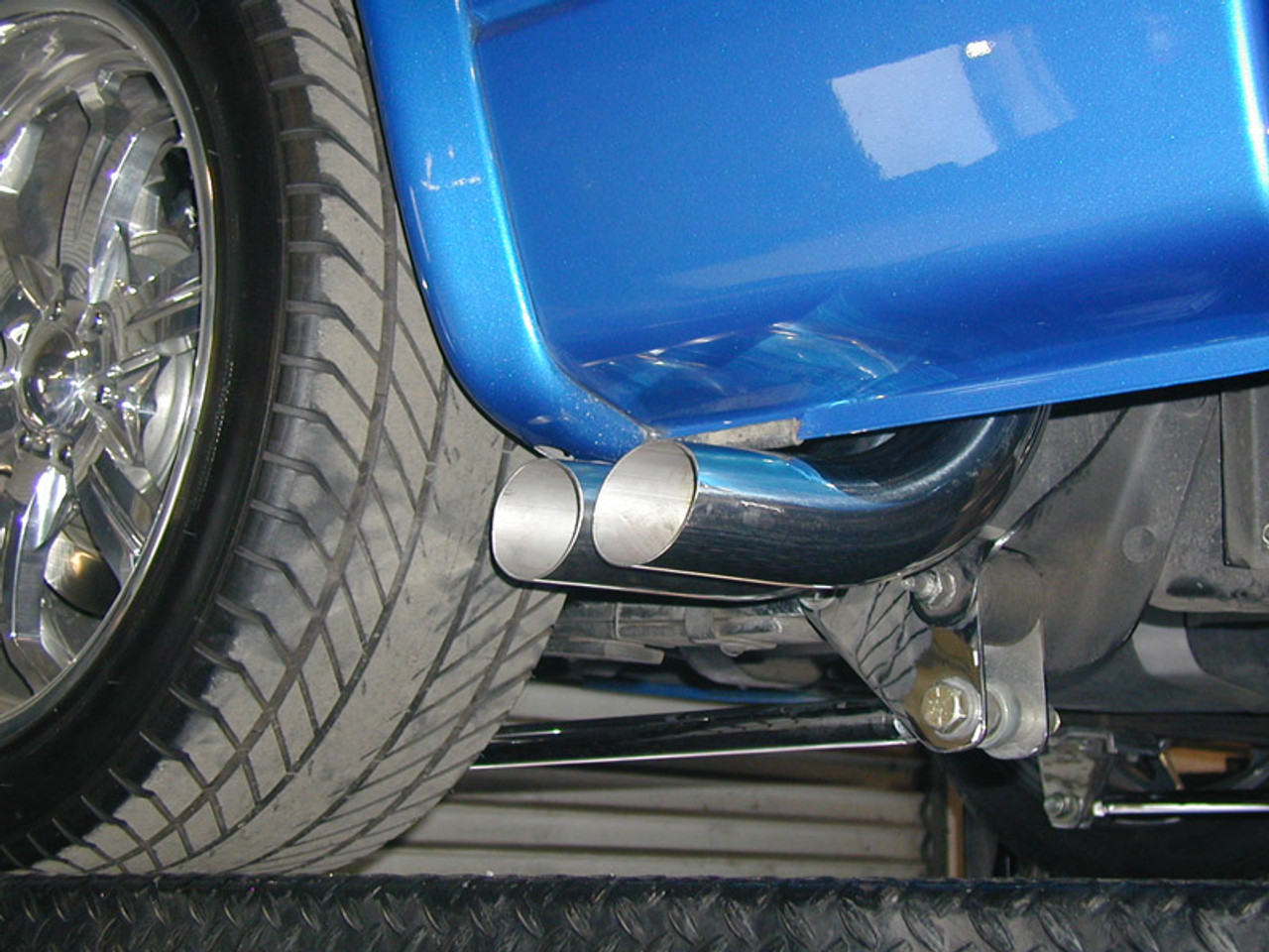 "3"" Round Tips on Dodge Dakota"