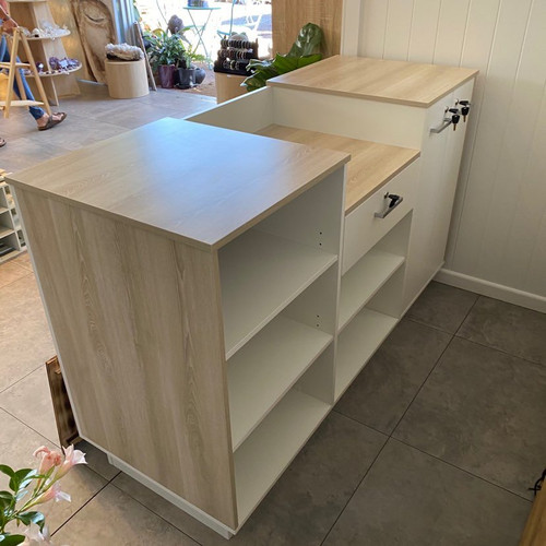 Shop counter in White and Driftwood